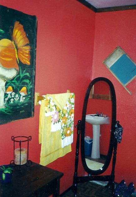 bathroom-at-rainbow-cottage